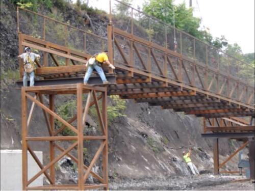Port Perry 012 aligning bridge to ramp